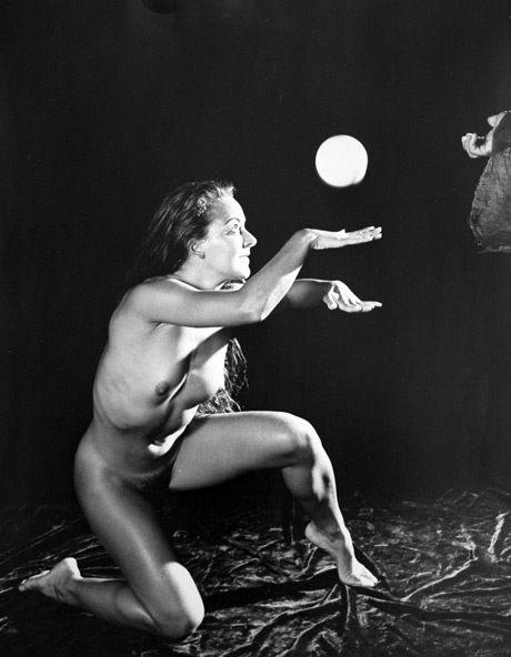 Martina the Juggler / Silver gelatin / 8x10